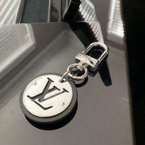 New Louis Vuitton Black & Silver Keychain M62689